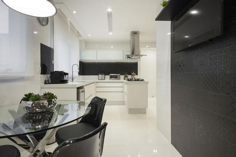 cozinha parede preta decortiles-kalitin-interiores-patch-dark-ac-19x19cm-foto-jvilhora