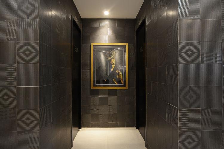 3 azulejo preto com dourado tear decortiles