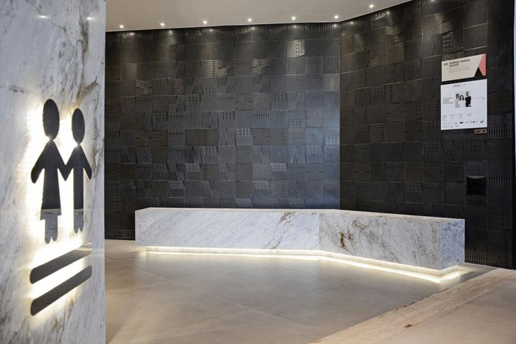 5 porcelanato com efeito de cimento absolut concreto e azulejo preto decortiles