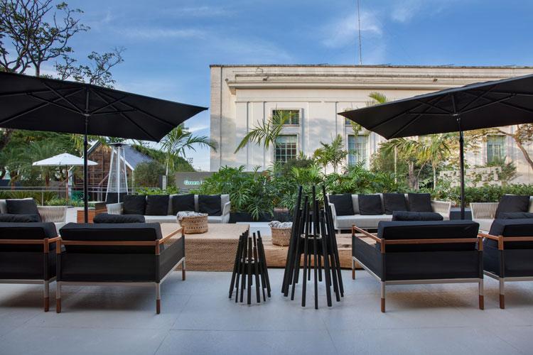 Porcelanato para áreas externas Decortiles City Zen Stone Argento - Bar Lounge - Cyane Zoboli e Ana Elisa Hott - CasaCor São Paulo 2018 (1)