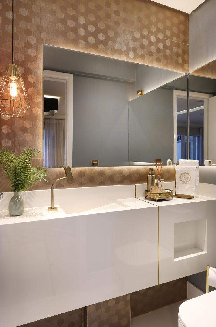 azulejo dourado banheiro com revestimento para quem ama brilho six gold decortiles