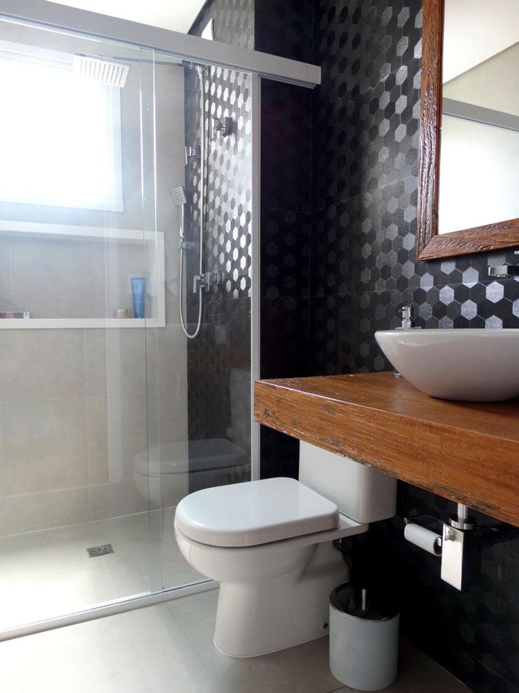 banheiro com azulejo metalizado decortiles six
