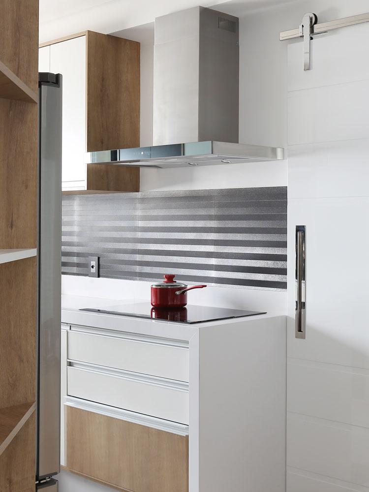cozinha com revestimento prata decortiles line silver
