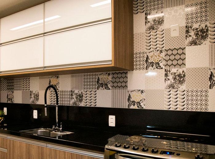 6-azulejos-decortiles-canto-arquitetura-arq-clara-miranda-arq-regina-kern-patchwork-mandarim-chumbo