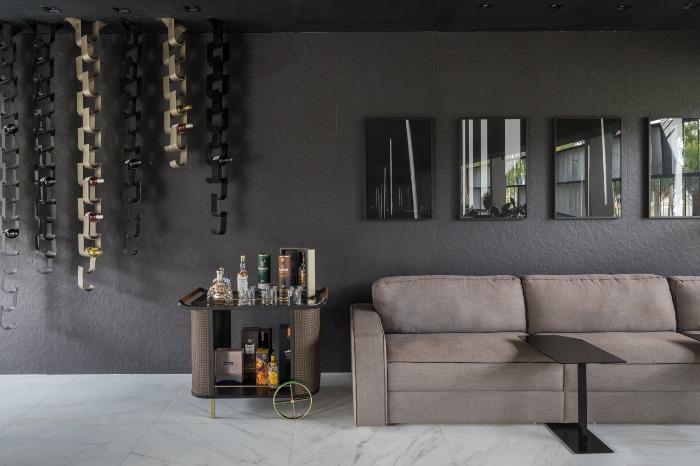 13 porcelanato preto decortiles-casa-cor-brasilia-2018-choque-arquitetura-neocarrara-ac-90x90cm_grunge-petroleo-nat-80x80cm-foto-haruo-mikami