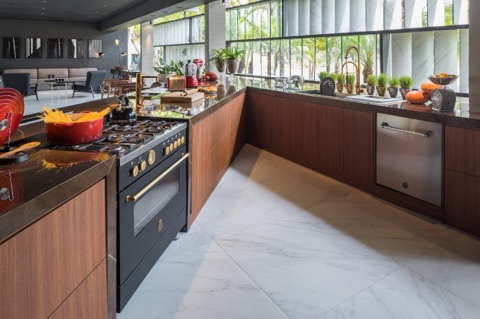 6 decortiles-casa-cor-brasilia-2018-choque-arquitetura-neocarrara-ac-90x90cm-foto-haruo-mikami