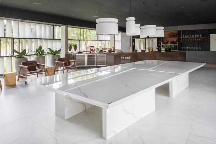 8 mesa em porcelanato decortiles-casa-cor-brasilia-2018-choque-arquitetura-neocarrara-ac-90x90cm_calacata-po-120x240cm_bronzo-po-120x240cm-foto-haruo-mikami