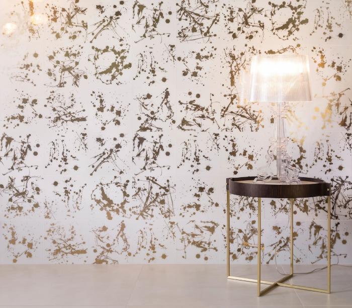 azulejo artístico ink decortiles traz detalhes metalizados que lembram respingos de tinta na parede (1)