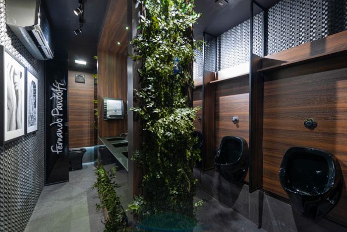 4 lavabo preto com porcelanato Downtown Petróleo Decortiles projeto Fernando Pandolfi