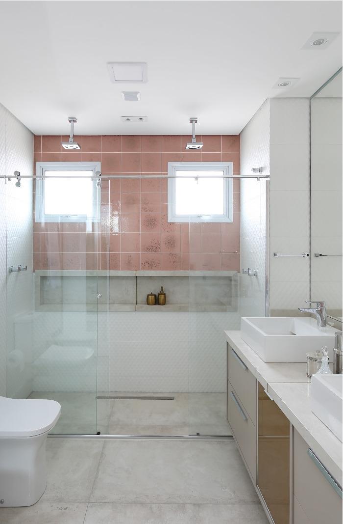 3 Banheiro com azulejo Patch Glass Rose Gold Decortiles - Projeto Helen Granzote - Foto Mariana Orsi