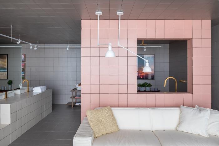 4 Sala de banho com porcelanato Decortiles Twenty Deluxe TD Rose Gold - Projeto Esquadra Arquitetos - Foto Haruo Mikami