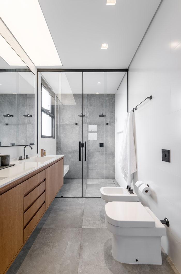 Banheiro-moderno-com-Porcelanato-Hard-Projeto-Andrea-Mourao-Foto-Ronaldo-Rizzutti