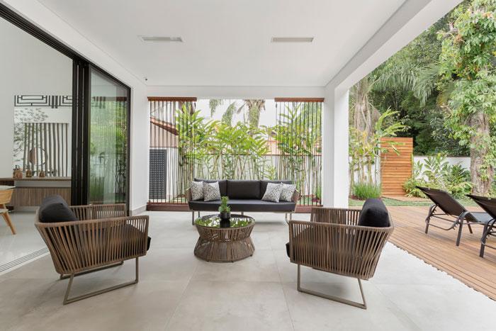 3 varanda-com-porcelanato-decortiles-alavaski-arquitetura-concreto-aparente-ext-90x90cm-foto-gustavo-awad