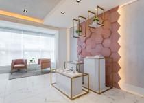 arquitetura comercial revestimento hexagonal decortiles showroom noah semijoias paraná projeto vp arquitetos