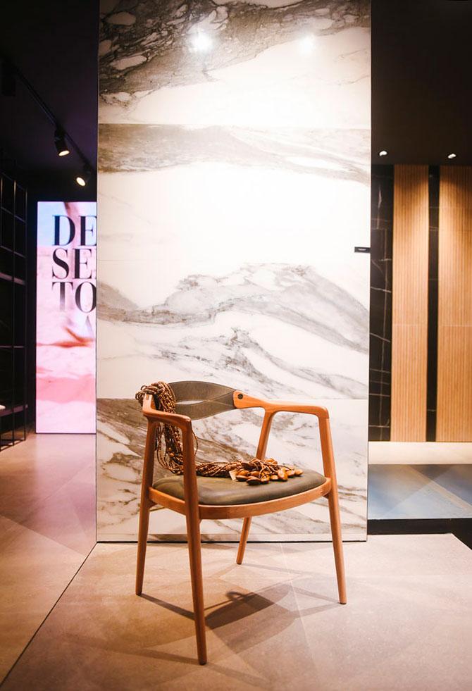 lançamento decortiles 2019 porcelanato marmorizado calacatta black em exposição na casa brasil eliane showroom são paulo