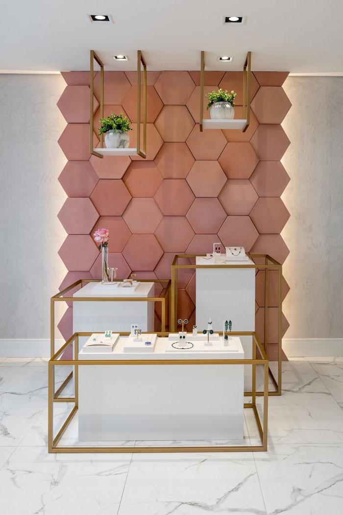 revestimento rosa cimentício hexágono rose gold decortiles showroom noah semijoias paraná projeto vp arquitetos